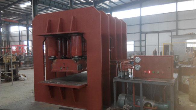 1800吨钢木门压花机