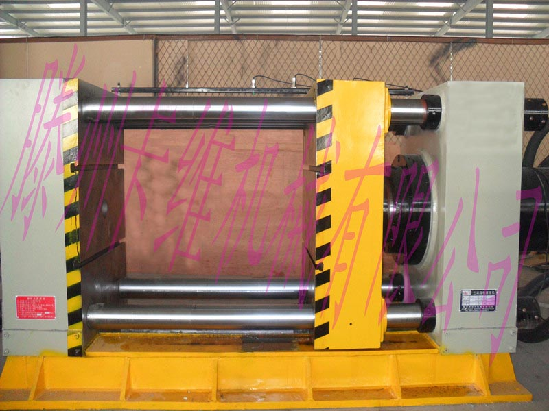 200吨方管挤压机