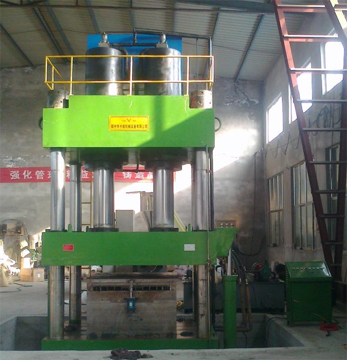 1000吨四柱<span style='color:red'>液压机</span>